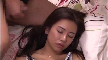 💪 Сестрёнка азиаточка спит, а я её ебу. Смотреть секс бесплатно ...